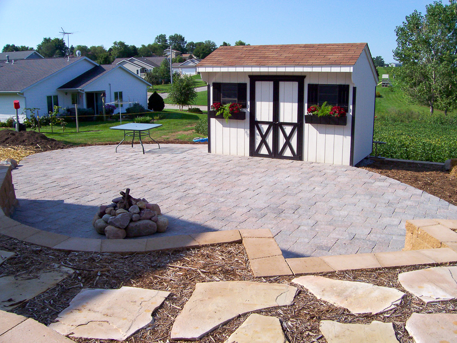 Forever Green Coralville Iowa Patios brick retaining wall