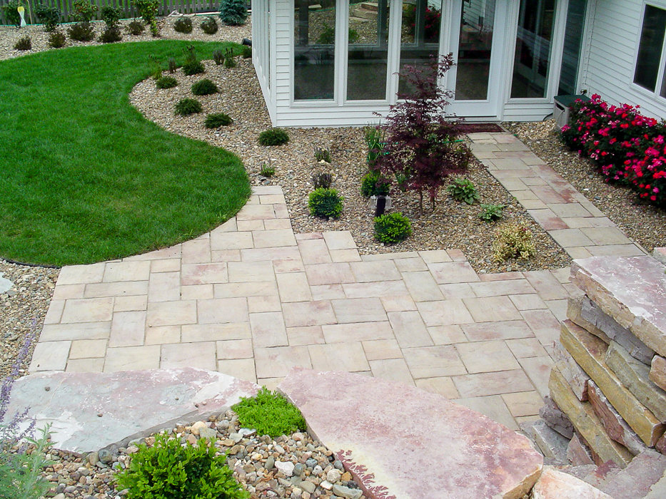 Forever Green Coralville Iowa Patios plantings brick hardscapes