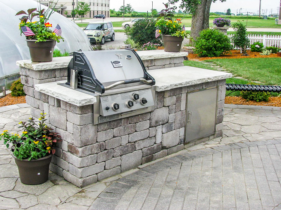 Forever Green Coralville Iowa Pergola Outdoor Cooking grill hardscapes patio