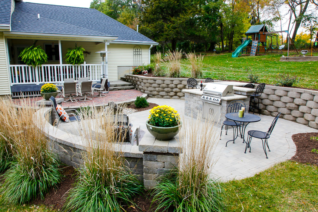 Forever Green Coralville Iowa Retaining Walls outdoor kitchen patio built-in grill & Retaining Walls - Landscaping Design | Forever Green - Iowa - North ...